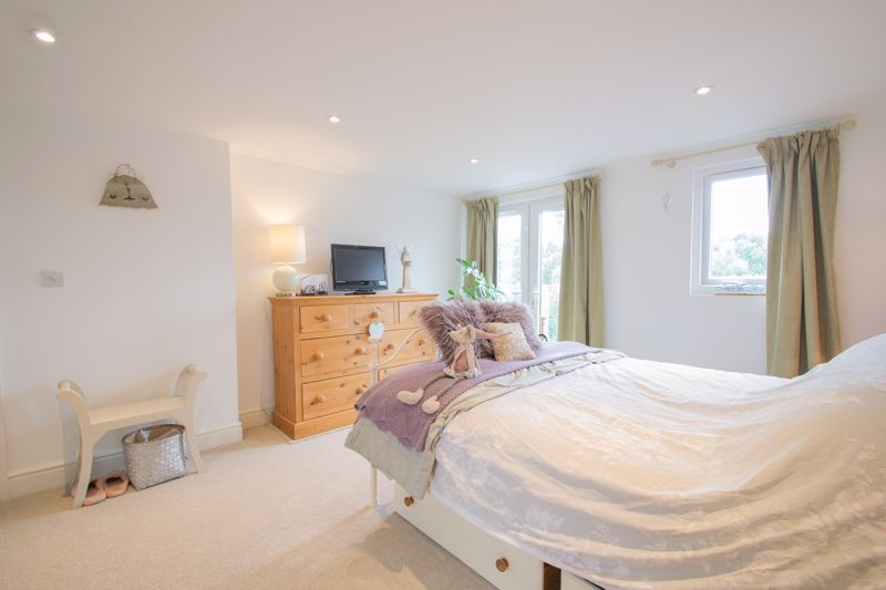 4 bed house for sale in Clark Street  - Property Image 19