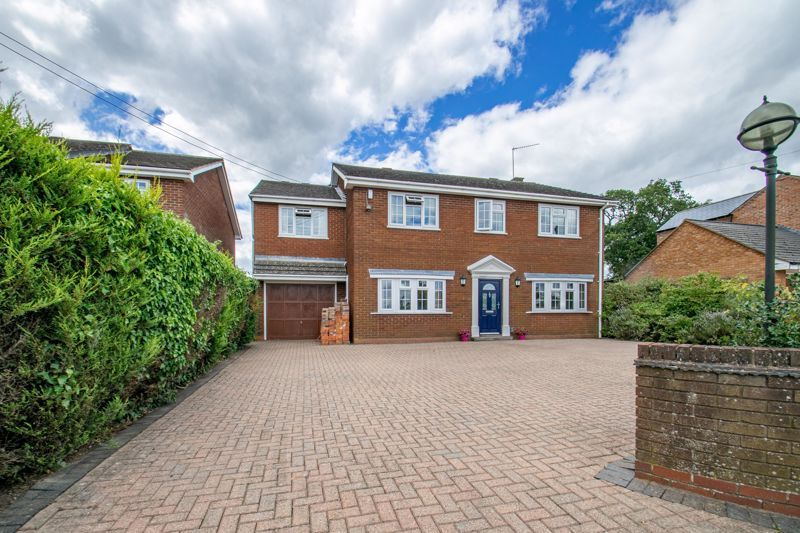 4 bed house for sale in The Ridgeway 1