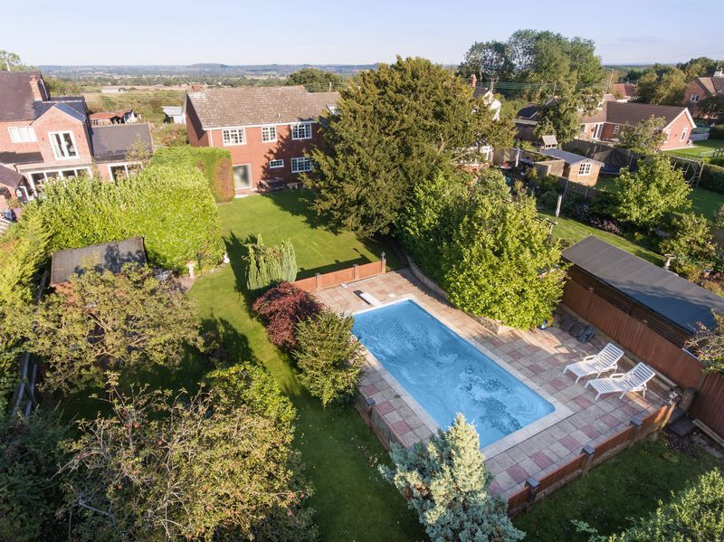 4 bed house for sale in The Ridgeway 2