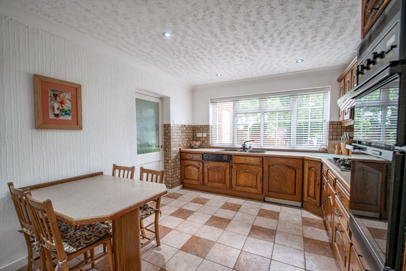 4 bed house for sale in The Ridgeway 8