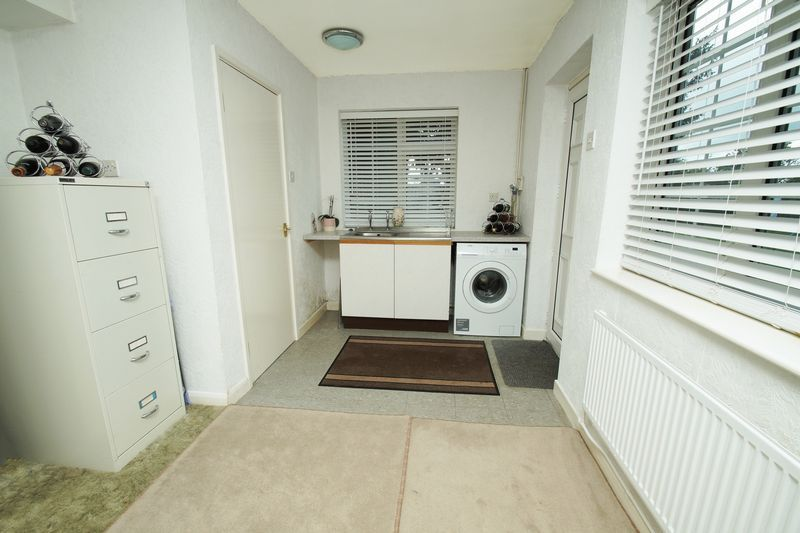 4 bed house for sale in The Ridgeway 9