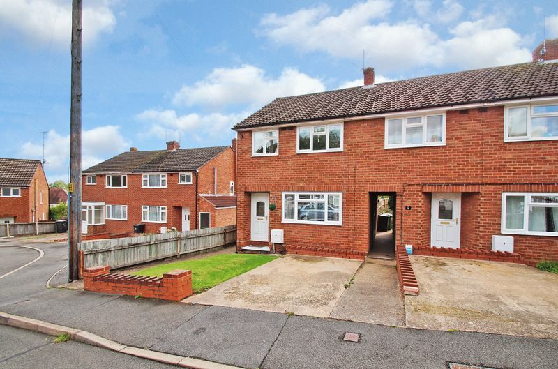 3 bed house for sale in Harport Road 1