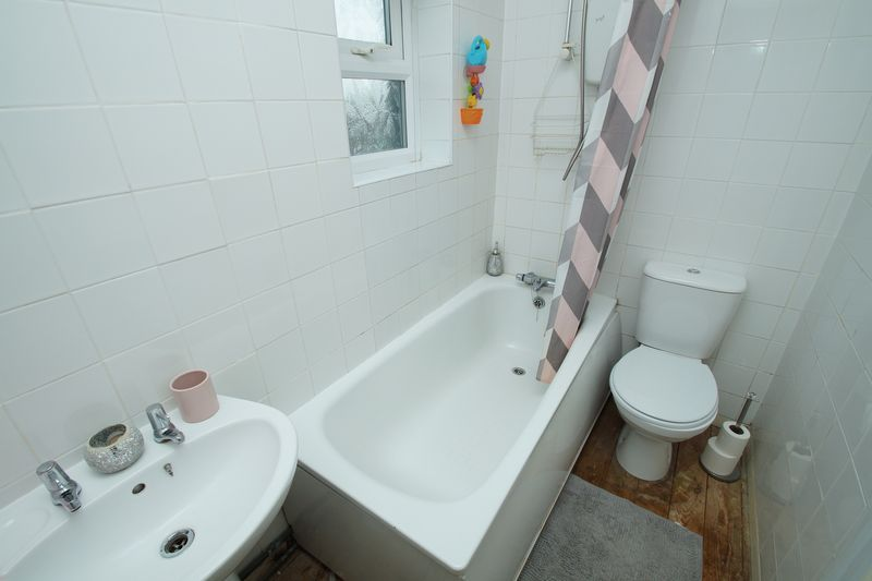 3 bed house for sale in Harport Road  - Property Image 9