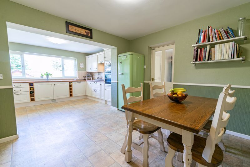 5 bed house for sale in Cottage Lane 6