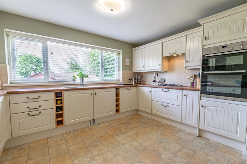 5 bed house for sale in Cottage Lane  - Property Image 7