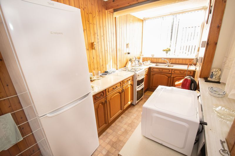 3 bed house for sale in Shenstone Avenue 6