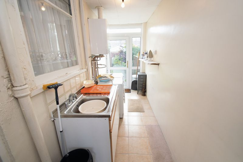 3 bed house for sale in Shenstone Avenue 8