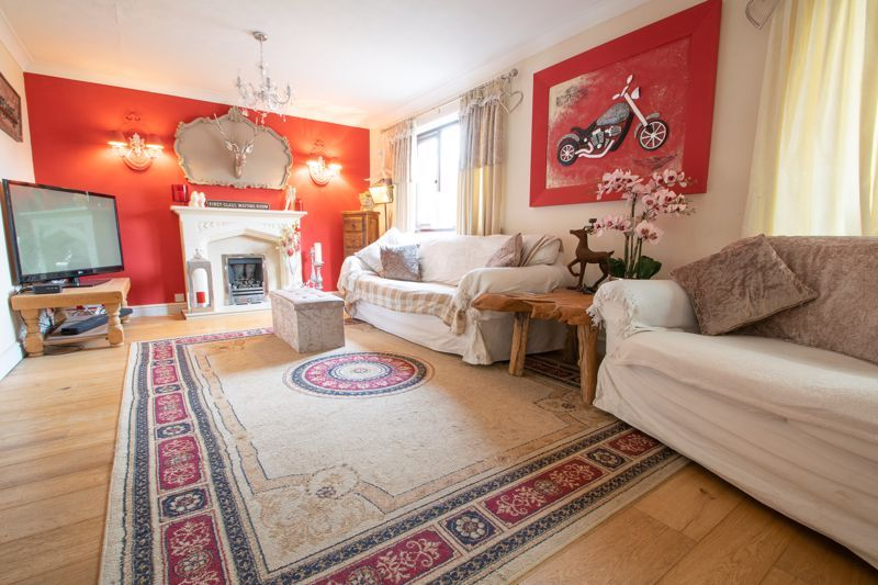5 bed house for sale in Melrose Avenue  - Property Image 2