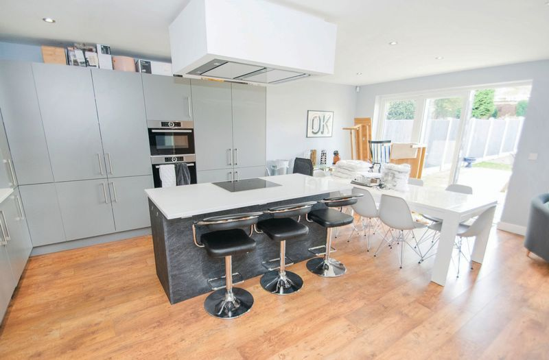 3 bed house for sale in Oldbury Road 3
