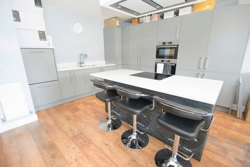 3 bed house for sale in Oldbury Road 5