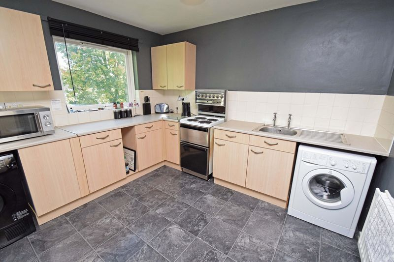 2 bed flat for sale in Lingen Close  - Property Image 4