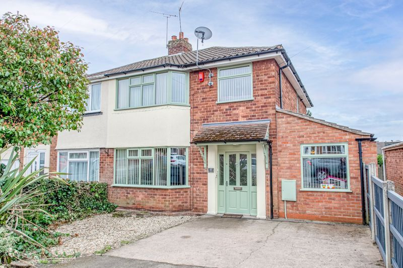 4 bed house for sale in Whittingham Road - Property Image 1