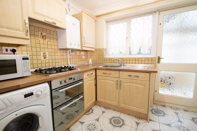 3 bed house for sale in Lodgefield Road 2