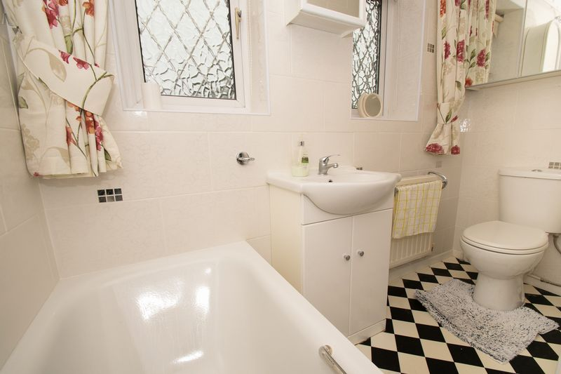 3 bed house for sale in Lodgefield Road  - Property Image 11