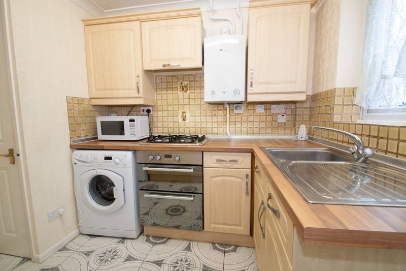3 bed house for sale in Lodgefield Road 3