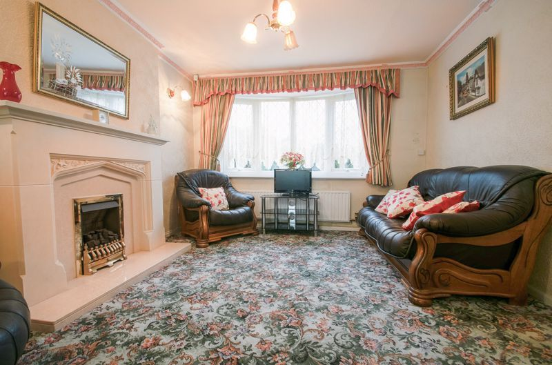 3 bed house for sale in Lodgefield Road 4