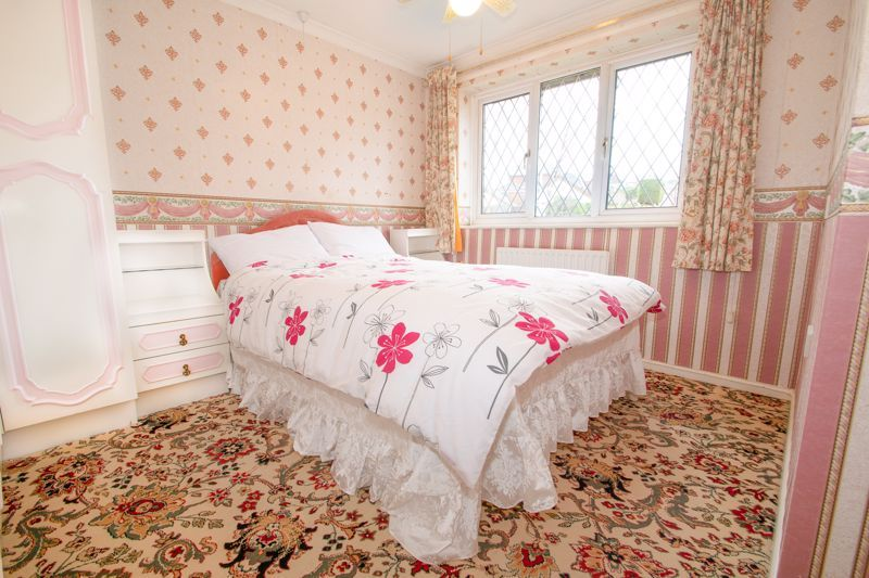 3 bed house for sale in Lodgefield Road 8