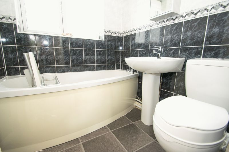 1 bed bungalow for sale in Meadow Park Road  - Property Image 8