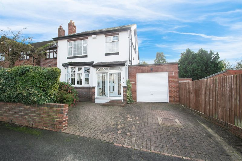 4 bed house for sale in Oak Barn Road  - Property Image 1