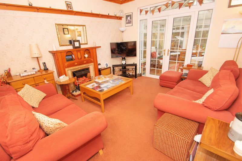 4 bed house for sale in Oak Barn Road 2