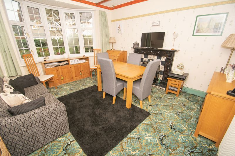 4 bed house for sale in Oak Barn Road  - Property Image 3