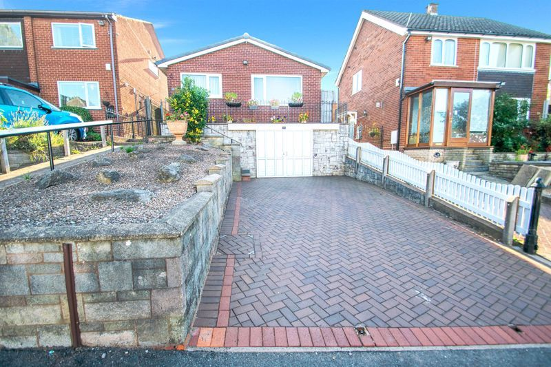2 bed bungalow for sale in Lodgefield Road  - Property Image 1