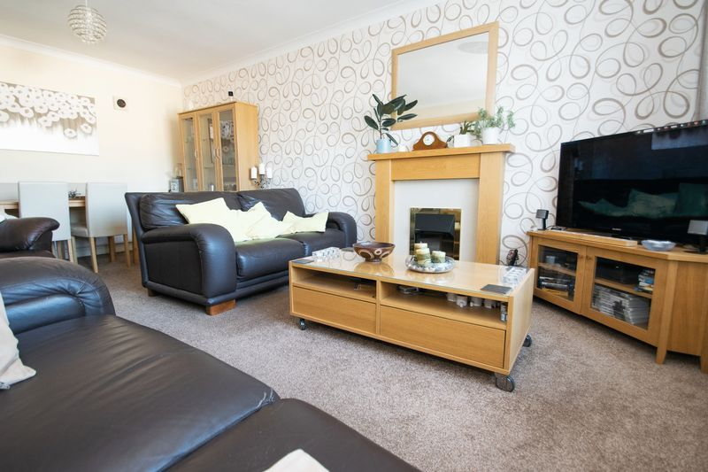 2 bed bungalow for sale in Lodgefield Road  - Property Image 2