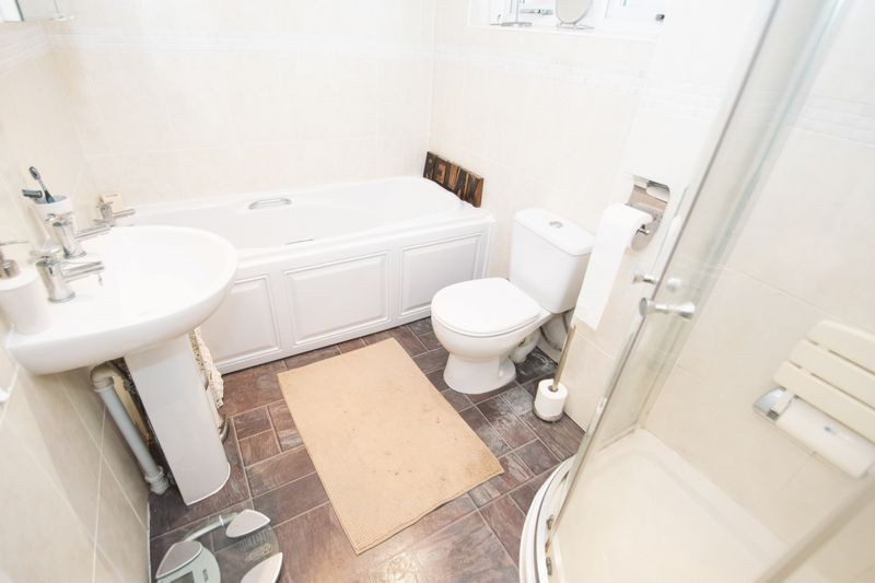 2 bed bungalow for sale in Lodgefield Road 11