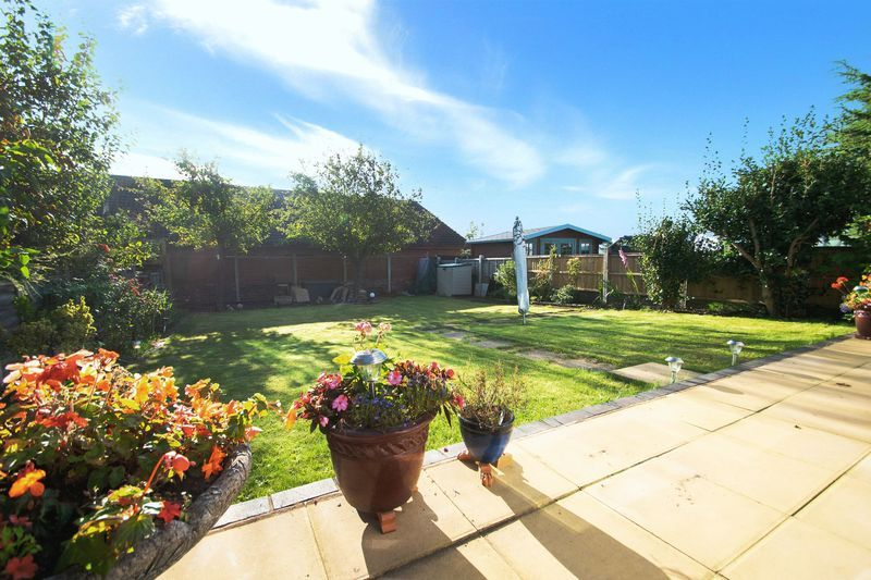 2 bed bungalow for sale in Lodgefield Road  - Property Image 13