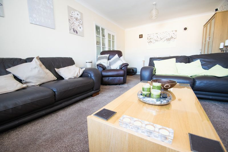 2 bed bungalow for sale in Lodgefield Road  - Property Image 3