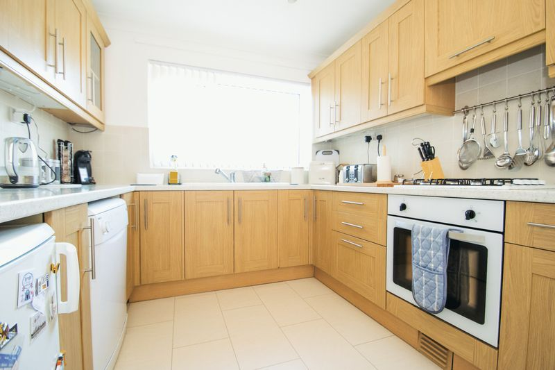 2 bed bungalow for sale in Lodgefield Road 5