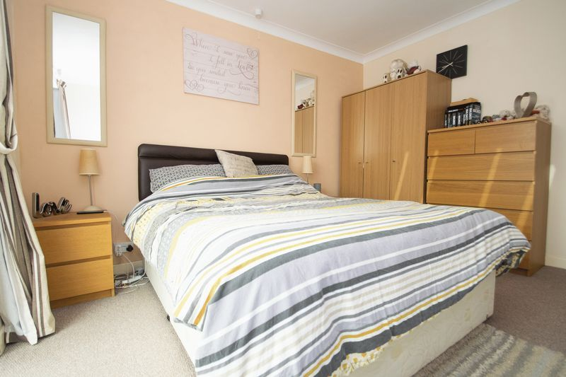 2 bed bungalow for sale in Lodgefield Road  - Property Image 8