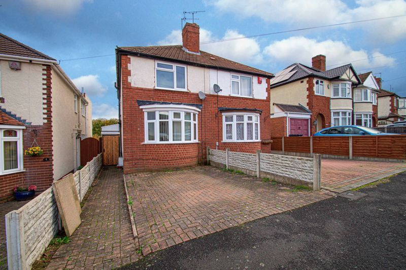 2 bed house for sale in Lyndhurst Drive 1