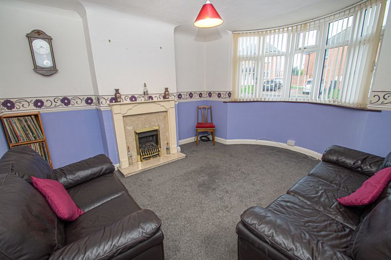2 bed house for sale in Lyndhurst Drive 2