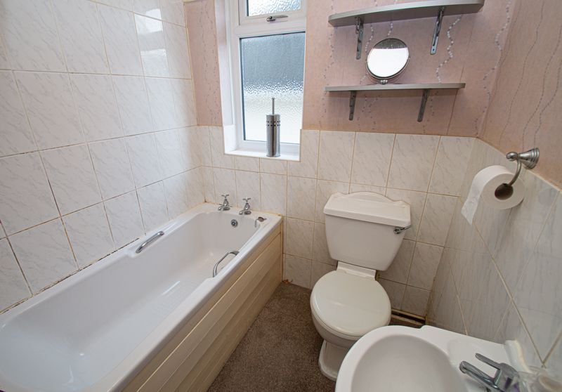 2 bed house for sale in Lyndhurst Drive 7