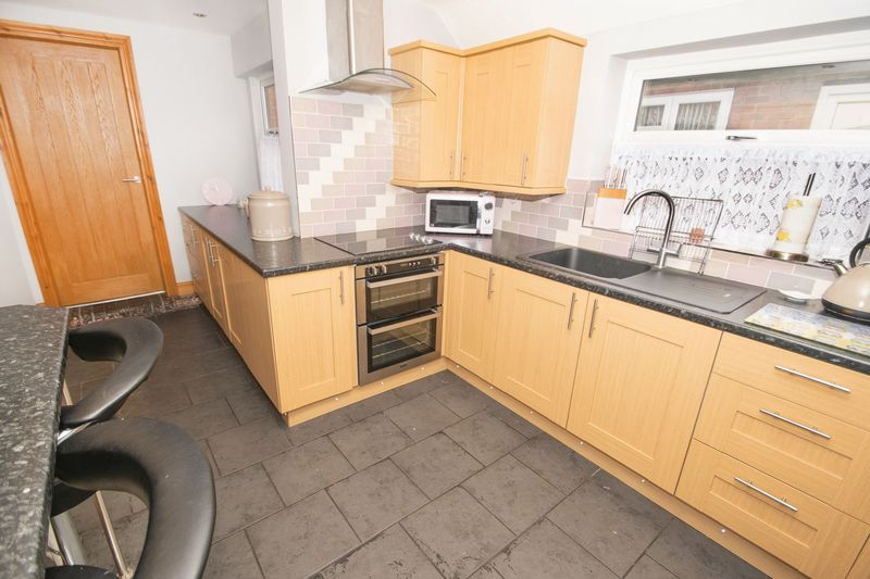 2 bed house for sale in Dudley Road 5