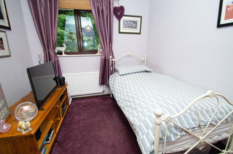3 bed house for sale in Linnet Close 11