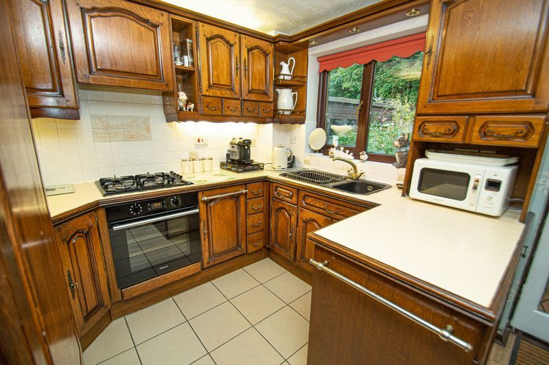 3 bed house for sale in Linnet Close 3