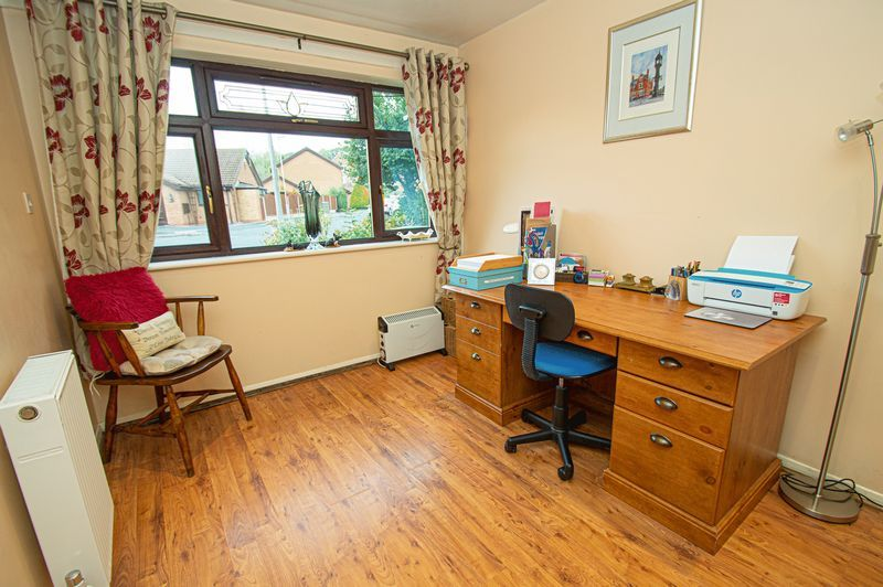 3 bed house for sale in Linnet Close 9