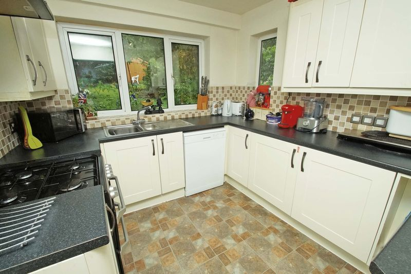 3 bed house for sale in Oakenshaw Road 6