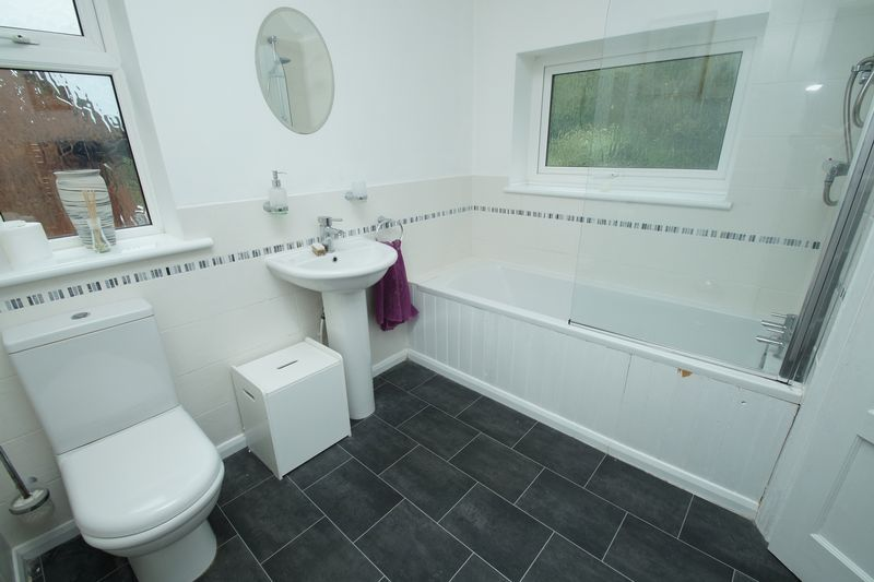 3 bed house for sale in Oakenshaw Road  - Property Image 10