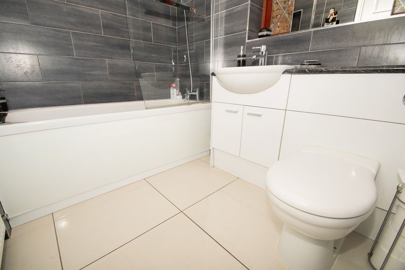 2 bed bungalow for sale in Dark Lane  - Property Image 11