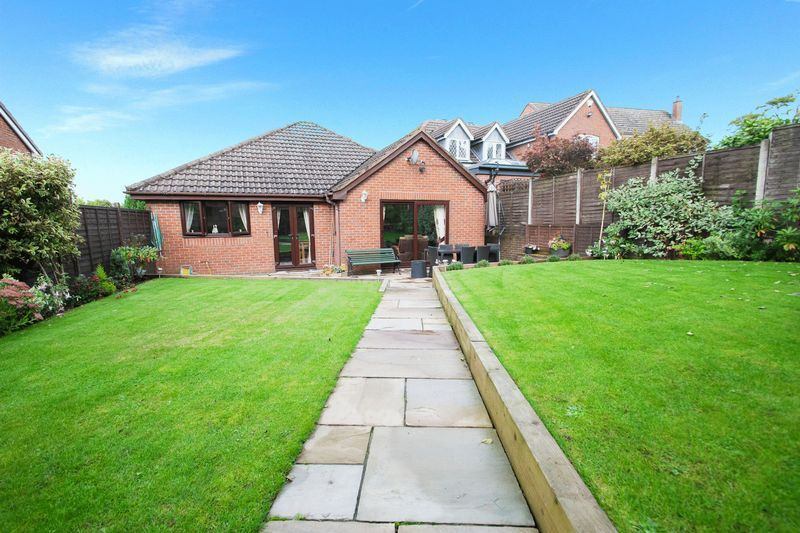 2 bed bungalow for sale in Dark Lane 17