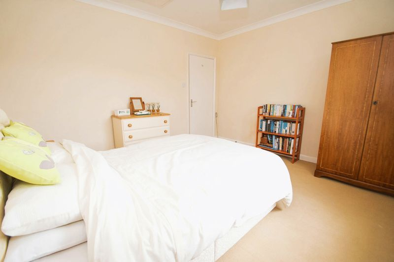 5 bed house for sale in Chantry Road 14