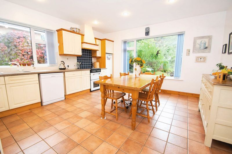 5 bed house for sale in Chantry Road  - Property Image 3