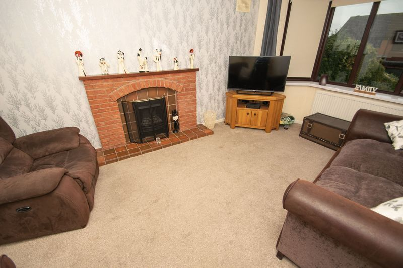 2 bed bungalow for sale in Brades Close 3