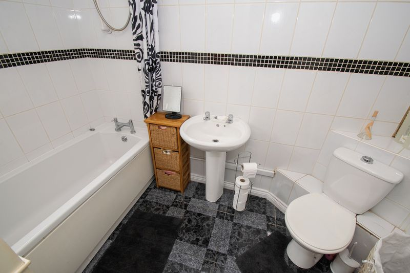 3 bed house for sale in Vicarage Road  - Property Image 4
