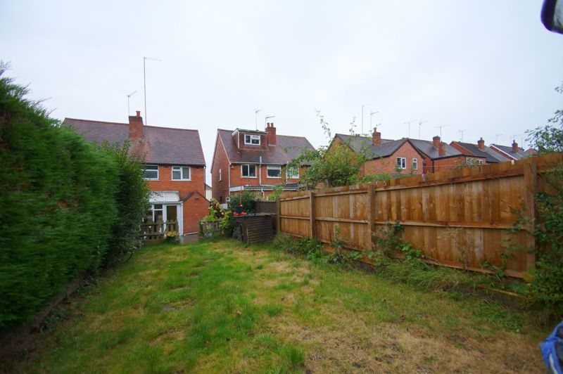 2 bed house for sale in The Meadway 12