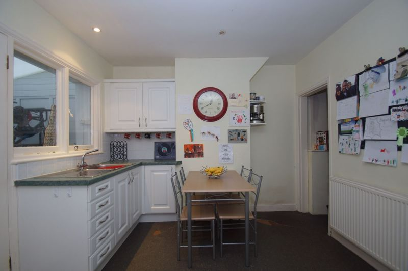 2 bed house for sale in The Meadway 3