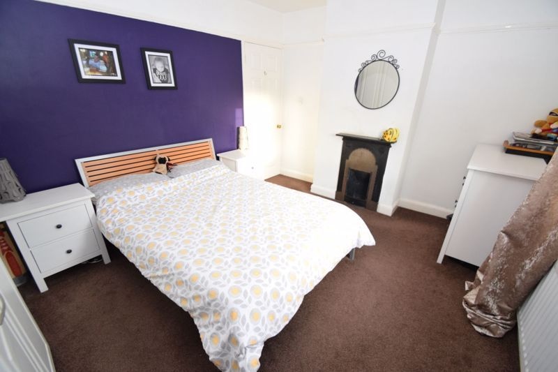 2 bed house for sale in The Meadway 6